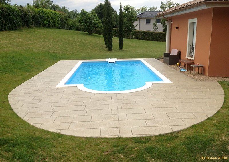 Terrasse piscine beton id es de conception sont int ressants votre d cor for Abords de piscine