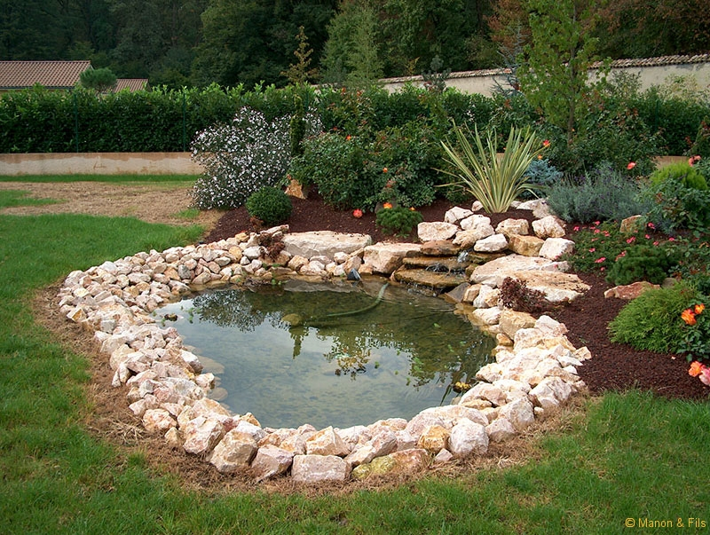 Installation de spa nature cascades et bassins sarl manon for Bassin cascade jardin
